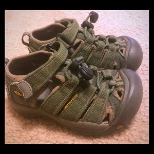 Toddler size 9 Keens